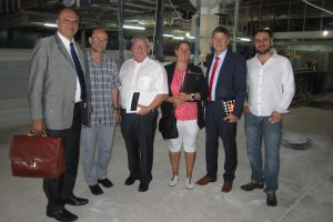Delegation from Rhineland-Palatinate visiting a plant in Tanzania